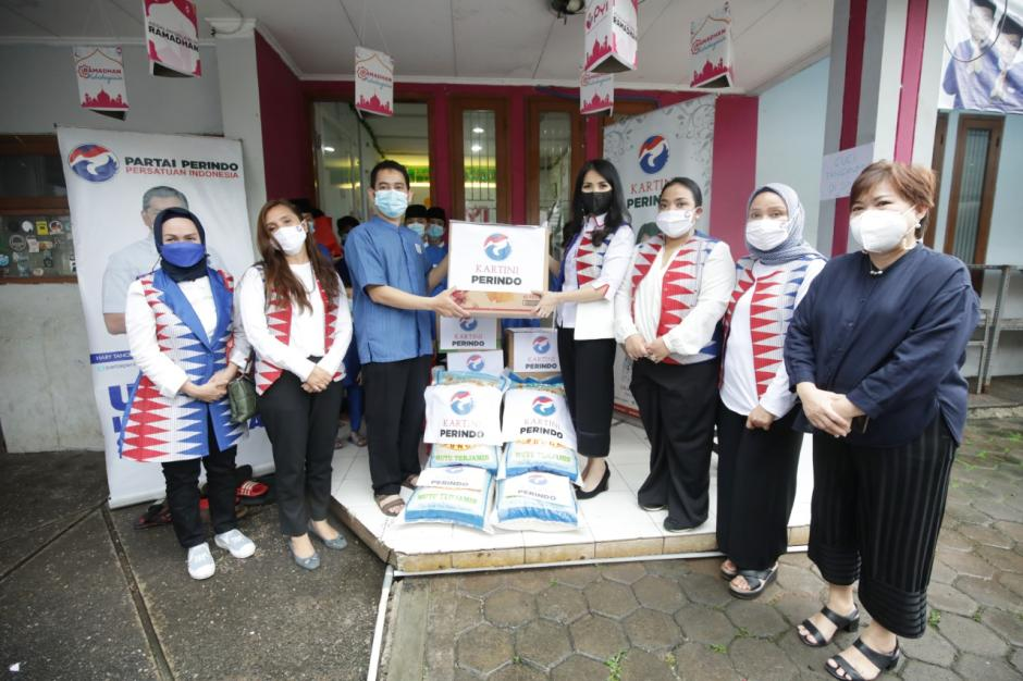 HUT ke-5 Kartini Perindo Kunjungi Yayasan Panti Yatim Indonesia-3