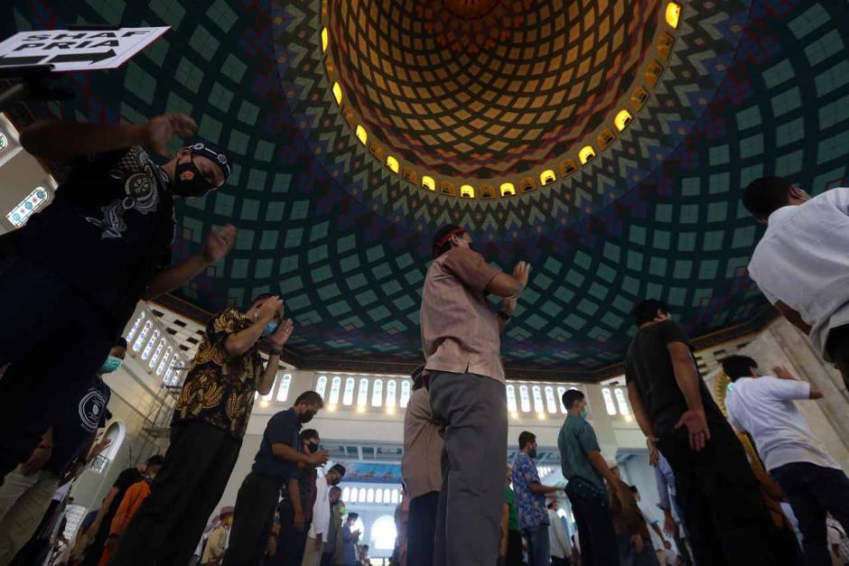 Ribuan Jamaah Ikuti Salat Jumat Minggu Pertama Ramadan di Masjid Al-Akbar Surabaya-1