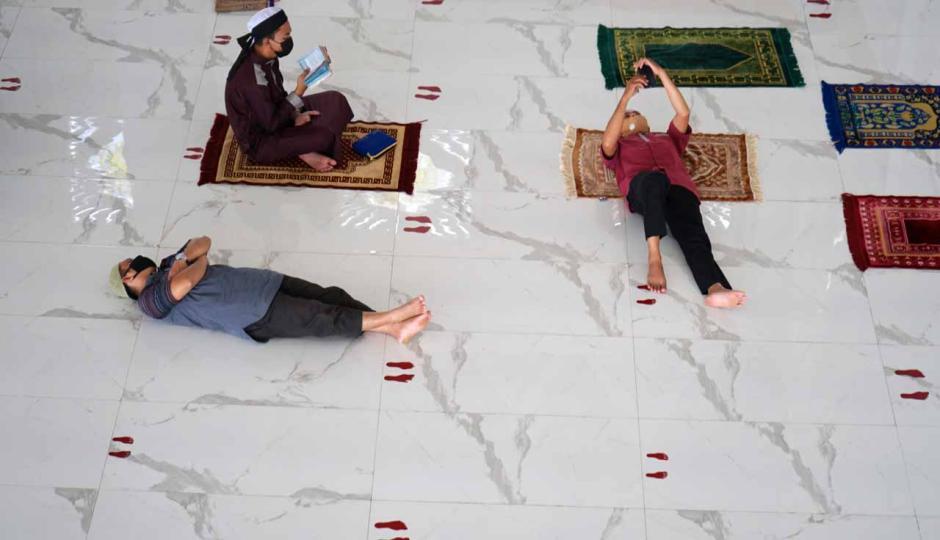 Salat Jumat Awal Ramadan di Masjid Agung Syekh Yusuf-1