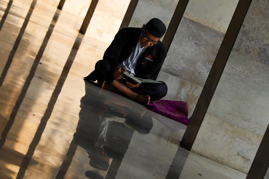Mengisi Waktu dengan Beribadah di Masjid Istiqlal-0