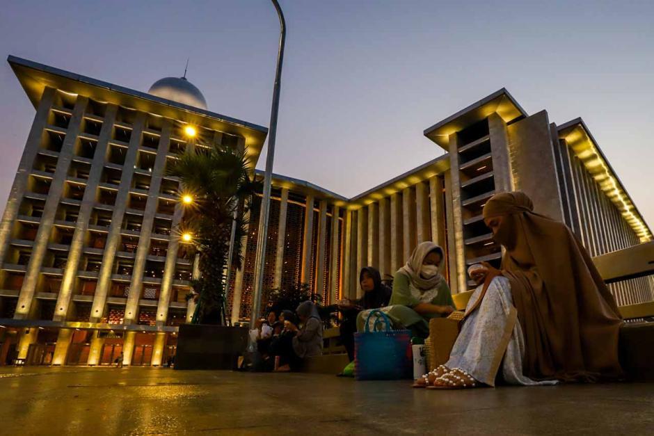 Nikmatnya Buka Puasa Sembari Menikmati Keindahan Masjid Istiqlal-1