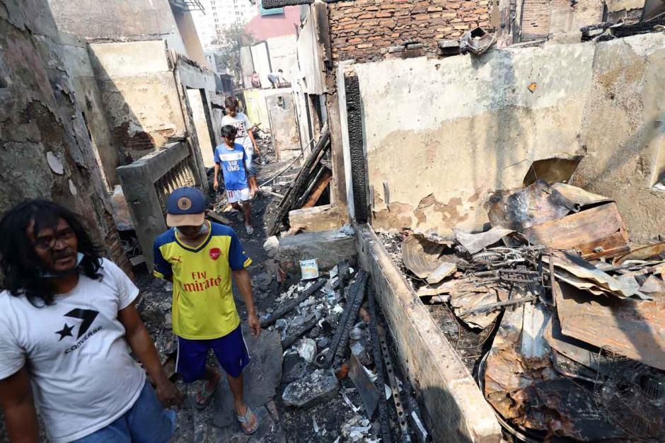 Pasca Kebakaran di Taman Sari, Warga Mencari Sisa Barang-4