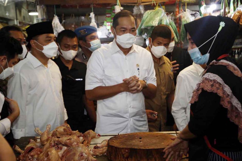 Mendag Muhammad Lutfi Tinjau Pasar Wonokromo Surabaya-1