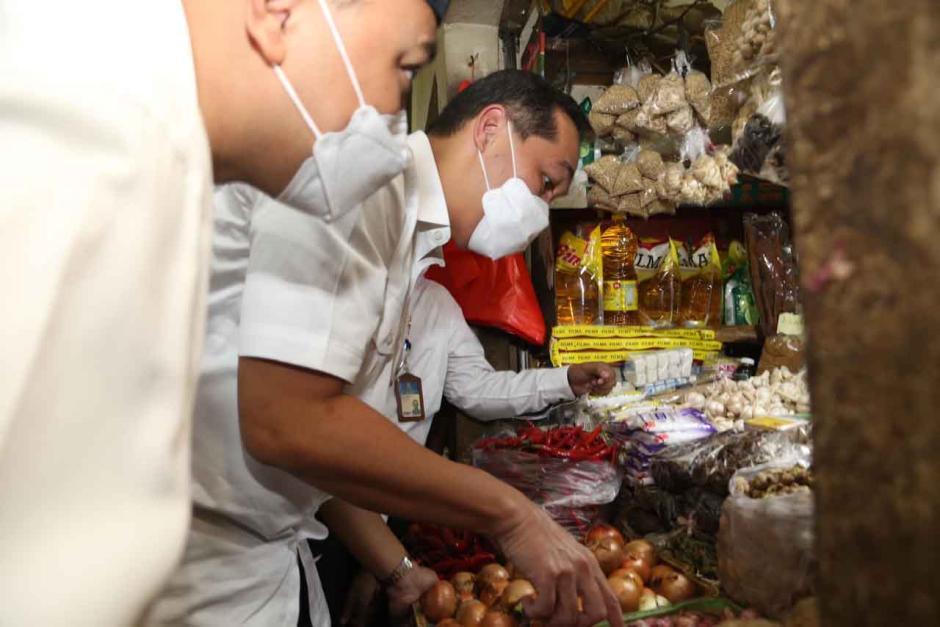Mendag Muhammad Lutfi Tinjau Pasar Wonokromo Surabaya-2