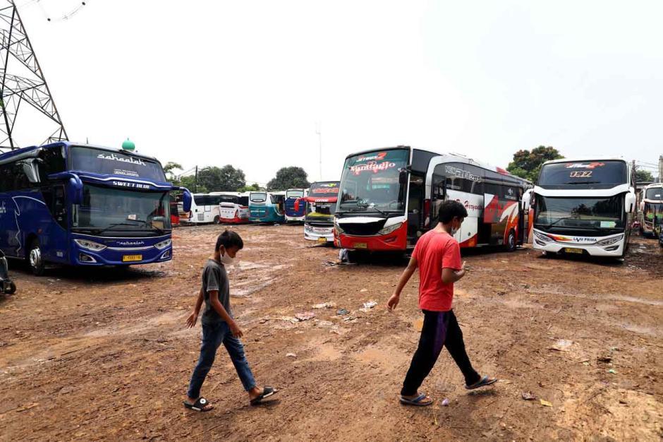 Agen Tiket Bus Keluhkan Sepinya Penumpang di Pasar Lembang-2