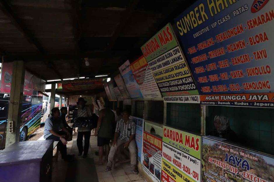 Agen Tiket Bus Keluhkan Sepinya Penumpang di Pasar Lembang-0
