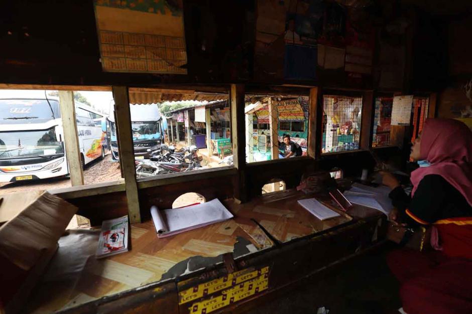 Agen Tiket Bus Keluhkan Sepinya Penumpang di Pasar Lembang-4
