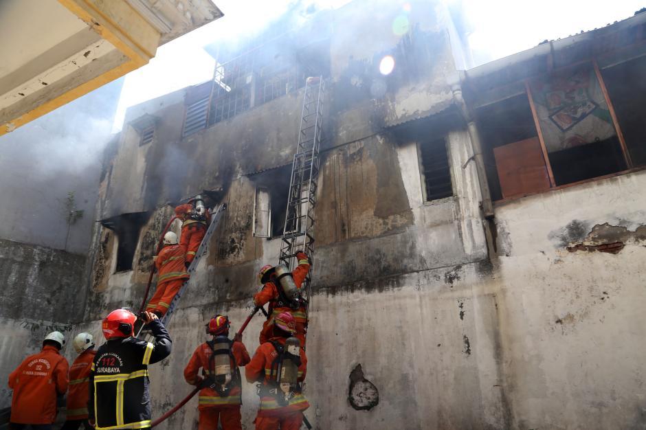 Kebakaran Ruko di Genteng Besar Surabaya, 1 Tewas dan 3 Orang Terjebak Berhasil Selamat-0