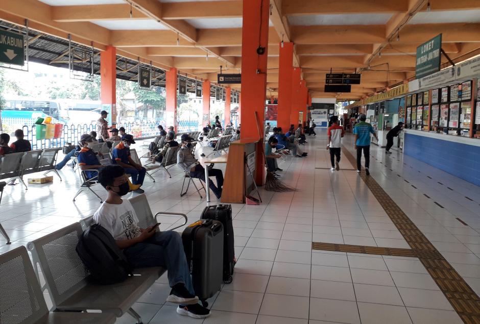 Akan Ditutup, Terminal Kampung Rambutan Masih Ramai Penumpang-2