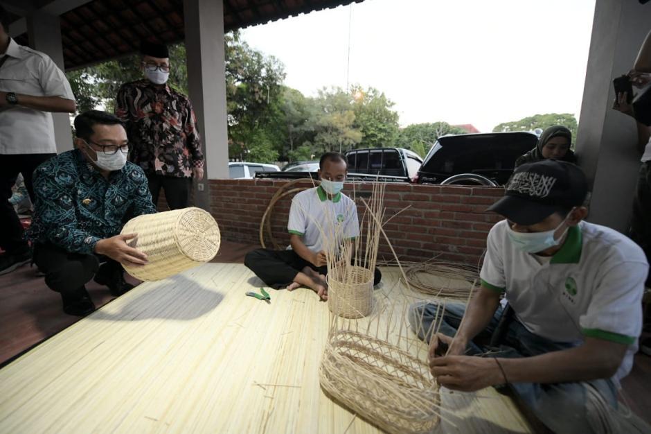 Ridwan Kamil Resmikan Gedung Gedung Creative Center di Cirebon-4