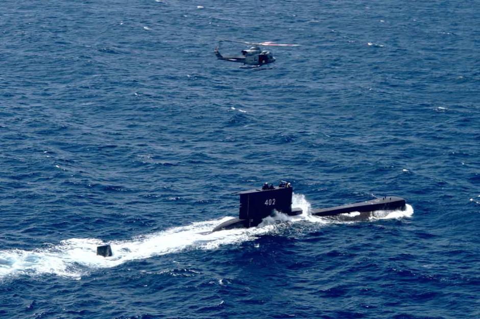 Menanti Kabar Baik Kapal Selam Nanggala-402 dari Kedalaman Laut Bali-1