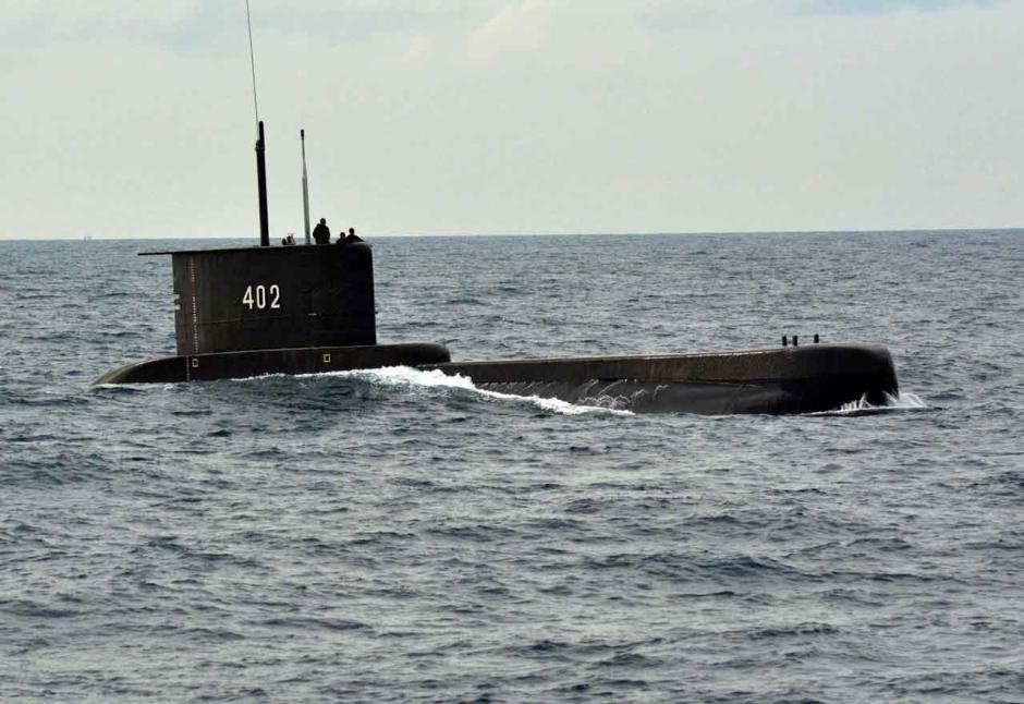 Menanti Kabar Baik Kapal Selam Nanggala-402 dari Kedalaman Laut Bali-3