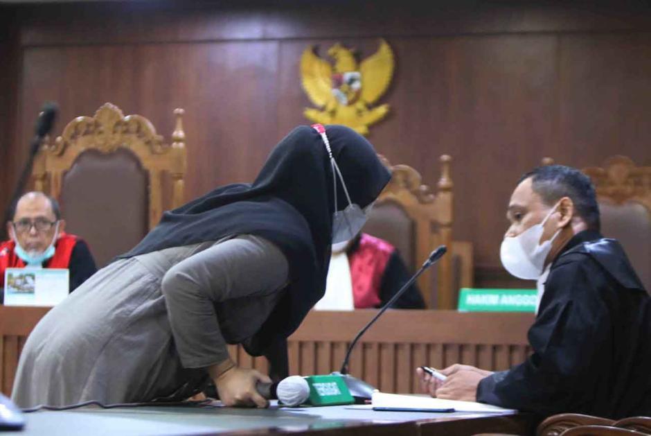 Terdakwa Leni Marlena Jalani Sidang Perdana-1