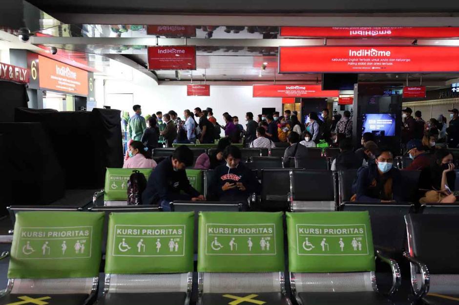 Mudik Dilarang, Maskapai Masih Jual Tiket Penerbangan-4