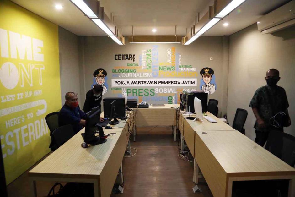 Gubernur Khofifah Resmikan Ruang Wartawan di Gedung Negara Grahadi Surabaya-3