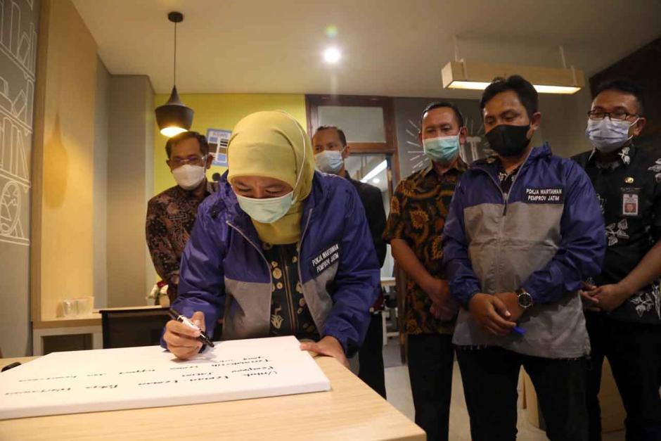 Gubernur Khofifah Resmikan Ruang Wartawan di Gedung Negara Grahadi Surabaya-4