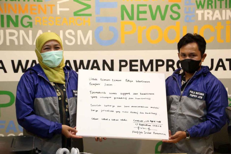 Gubernur Khofifah Resmikan Ruang Wartawan di Gedung Negara Grahadi Surabaya-1