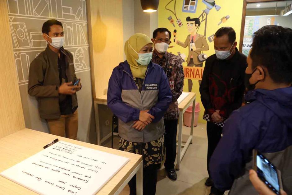 Gubernur Khofifah Resmikan Ruang Wartawan di Gedung Negara Grahadi Surabaya-0