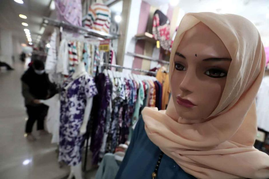 Permintaan Busana Muslim Meningkat Jelang Lebaran-3