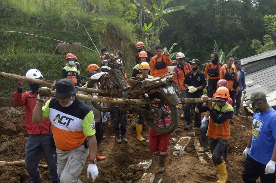 Timbun Satu Rumah, Tanah Longsor di Sukabumi Tewaskan Seorang Anak-0