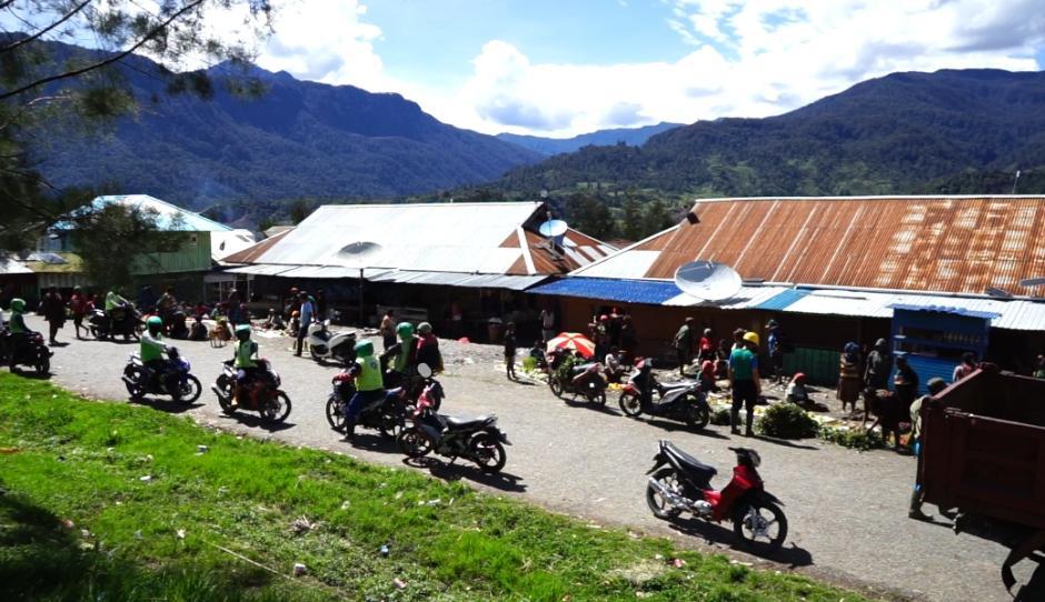 Humas Ops Nemangkawi Sambangi Persiapan Bakar Honai di Distrik Ilaga Puncak-3