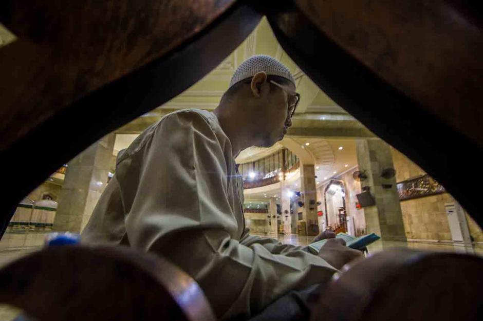 Meraih Kemuliaan Malam 1000 Bulan dengan Beritikaf di Masjid-1