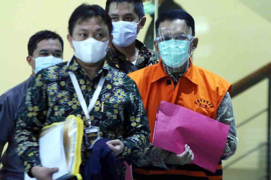 KPK Tahan Eks Pejabat Ditjen Pajak Angin Prayitno-3