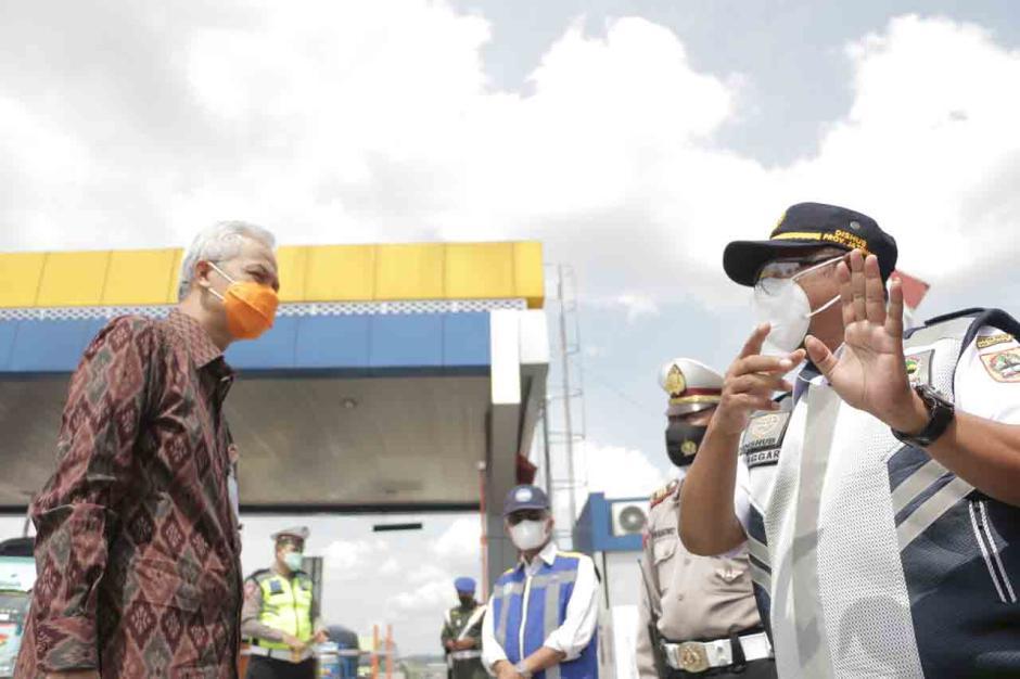 Gubernur Jateng Tinjau Persiapan Penyekatan di Gerbang Tol Kalikangkung Semarang-2