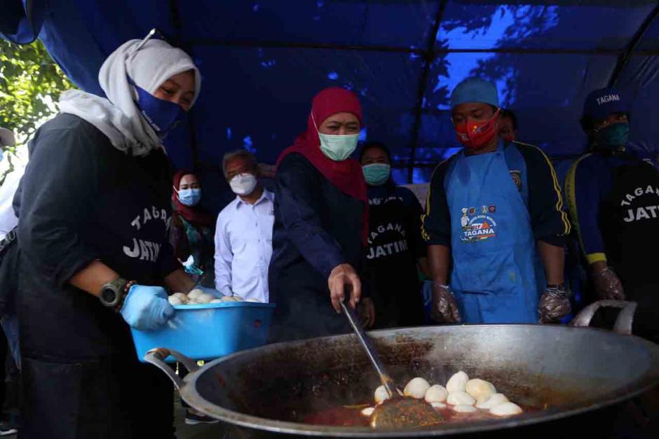 Gubernur Khofifah Tinjau Kondisi Pekerja Migran Indonesia di Asrama Haji Surabaya-2