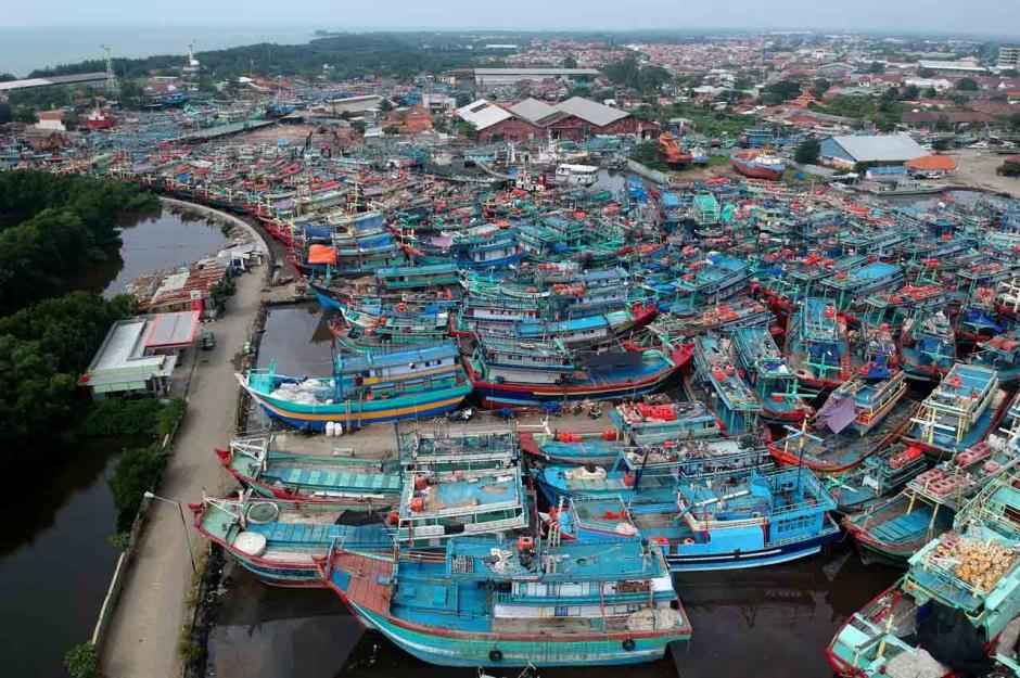 Libur Melaut Jelang Lebaran, Ratusan Kapal Nelayan Bersandar di Pelabuhan Tegal-1
