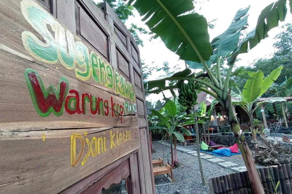 Nongkrong di Kesunyian Warung Plosok & Kopi Djoni Klaten-3