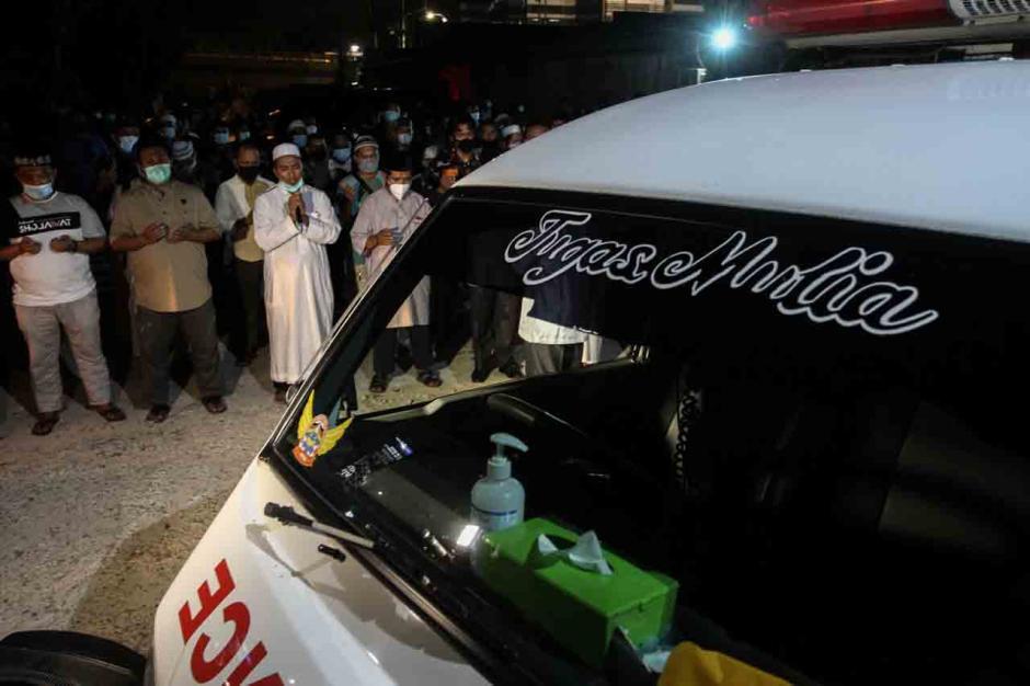 Sebelum Dimakamkan, Keluarga dan Kerabat Shalatkan Jenazah Ustadz Tengku Zulkarnain-3