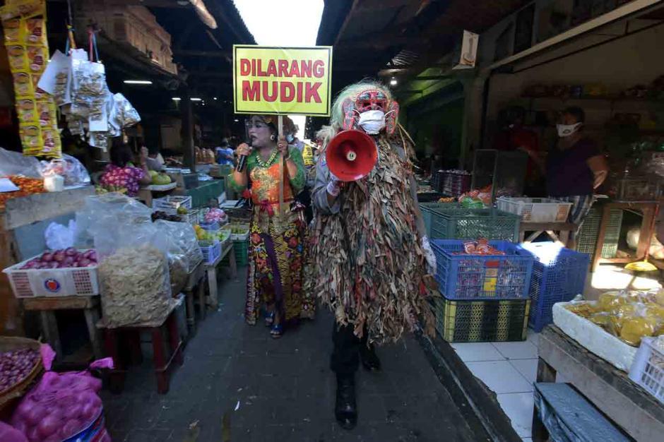 Polisi Gelar Edukasi Larangan Mudik di Pasar Tradisional-1