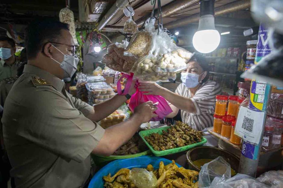 Anies Baswedan Tinjau Ketersediaan Sembako Jelang Lebaran-2