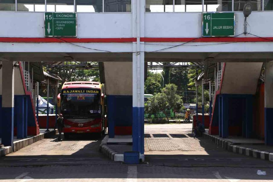 Terminal Purabaya Bungurasih Surabaya Mati Suri Terdampak Aturan Larangan Mudik-2