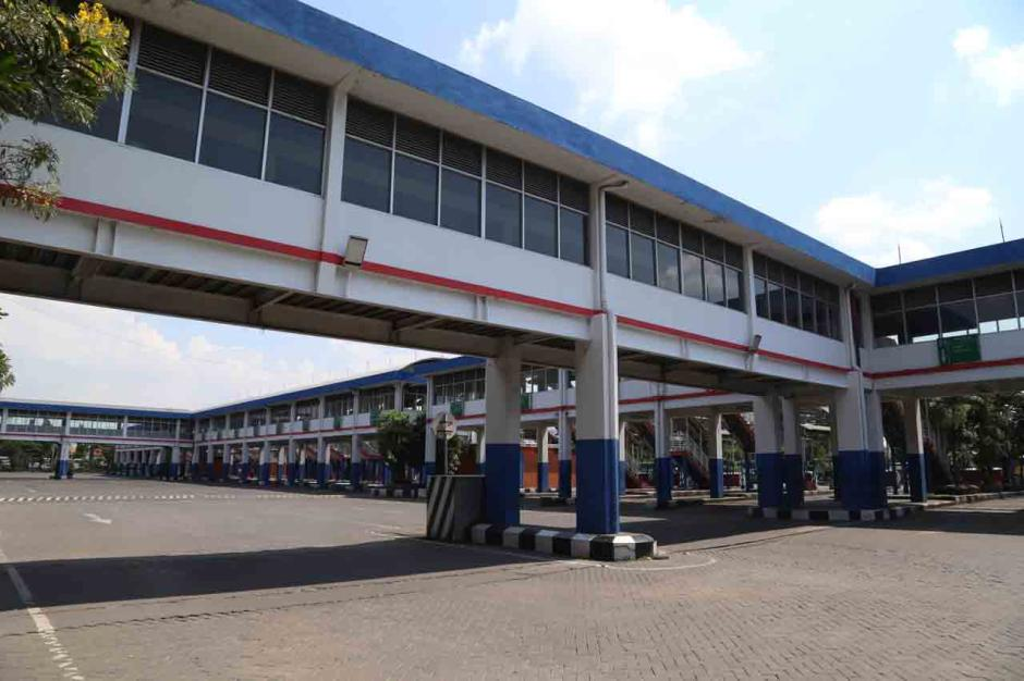 Terminal Purabaya Bungurasih Surabaya Mati Suri Terdampak Aturan Larangan Mudik-1