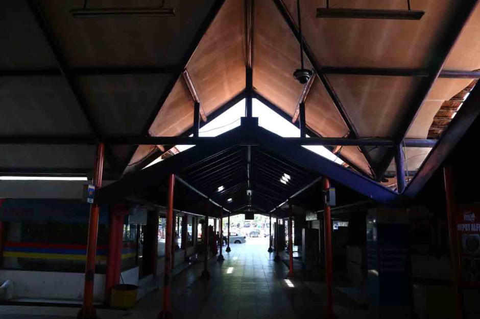 Terminal Purabaya Bungurasih Surabaya Mati Suri Terdampak Aturan Larangan Mudik-3