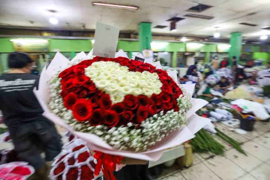 Jelang Lebaran, Pasar Kembang Rawa Belong Mulai Ramai Pembeli-2
