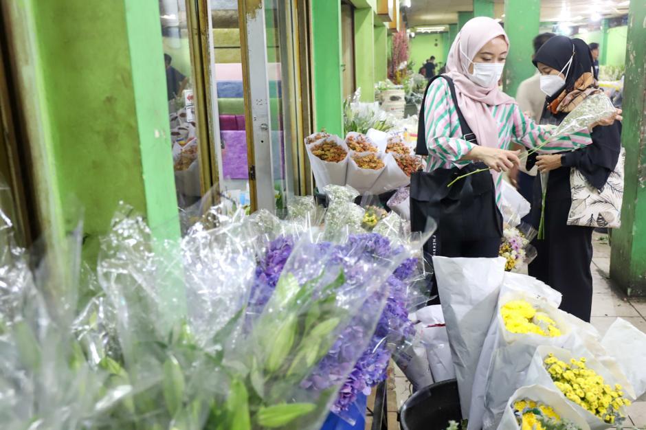 Jelang Lebaran, Pasar Kembang Rawa Belong Mulai Ramai Pembeli-0