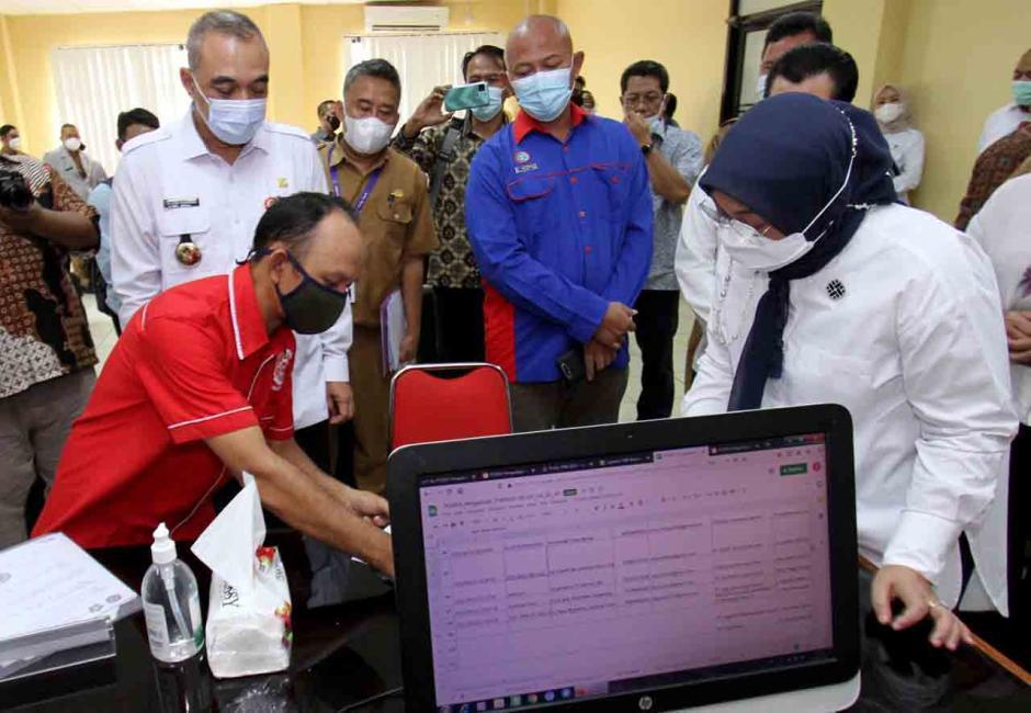 Menaker dan Bupati Tangerang Pantau Posko THR-1
