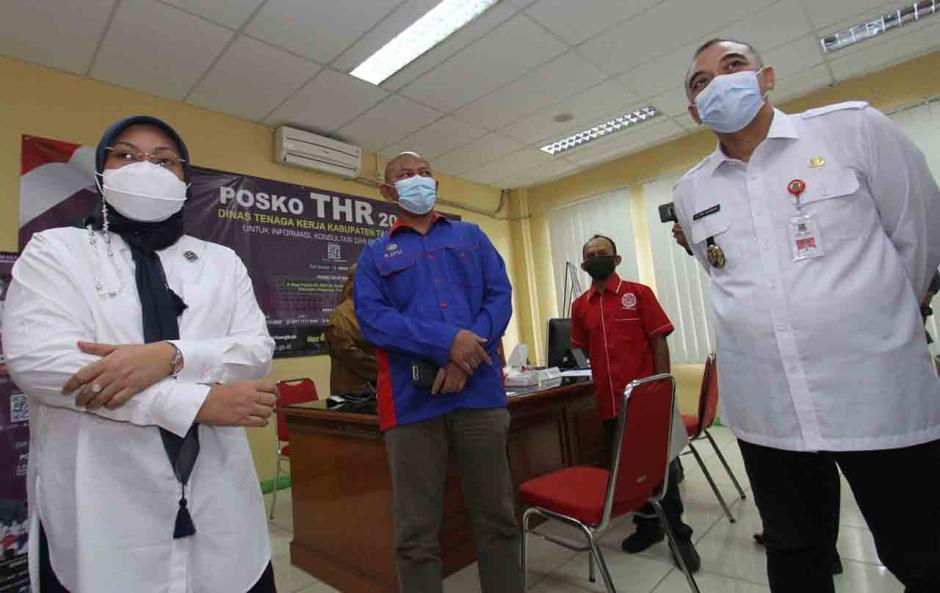 Menaker dan Bupati Tangerang Pantau Posko THR-2
