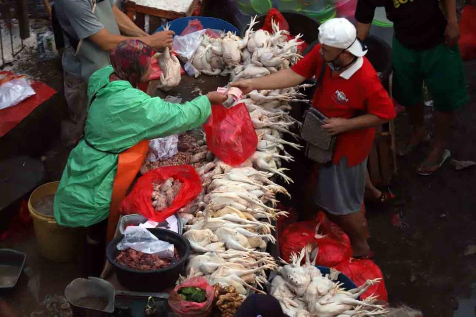 Kepadatan Pasar Tradisional Jelang Lebaran-1