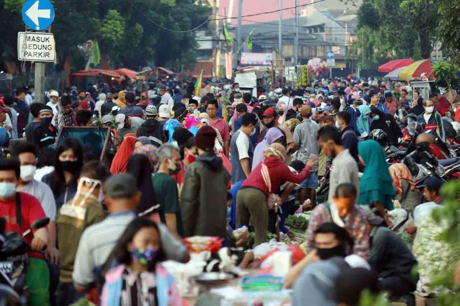 Kepadatan Pasar Tradisional Jelang Lebaran-3