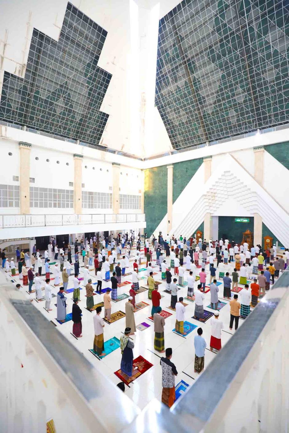 Sholat Idul Fitri di Masjid Raya Kyai Haji Hasyim Ashari-0