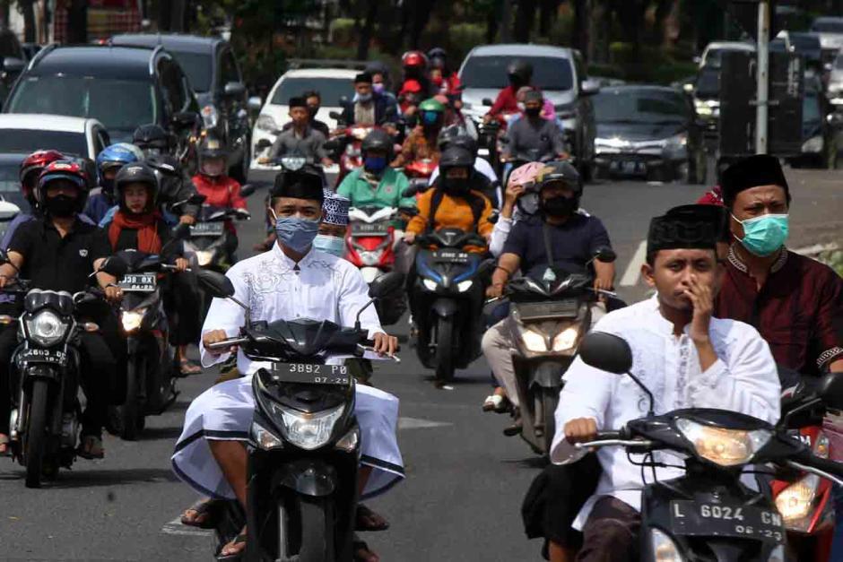 Jalanan Dalam Kota Surabaya Padat di Hari Pertama Idul Fitri-0
