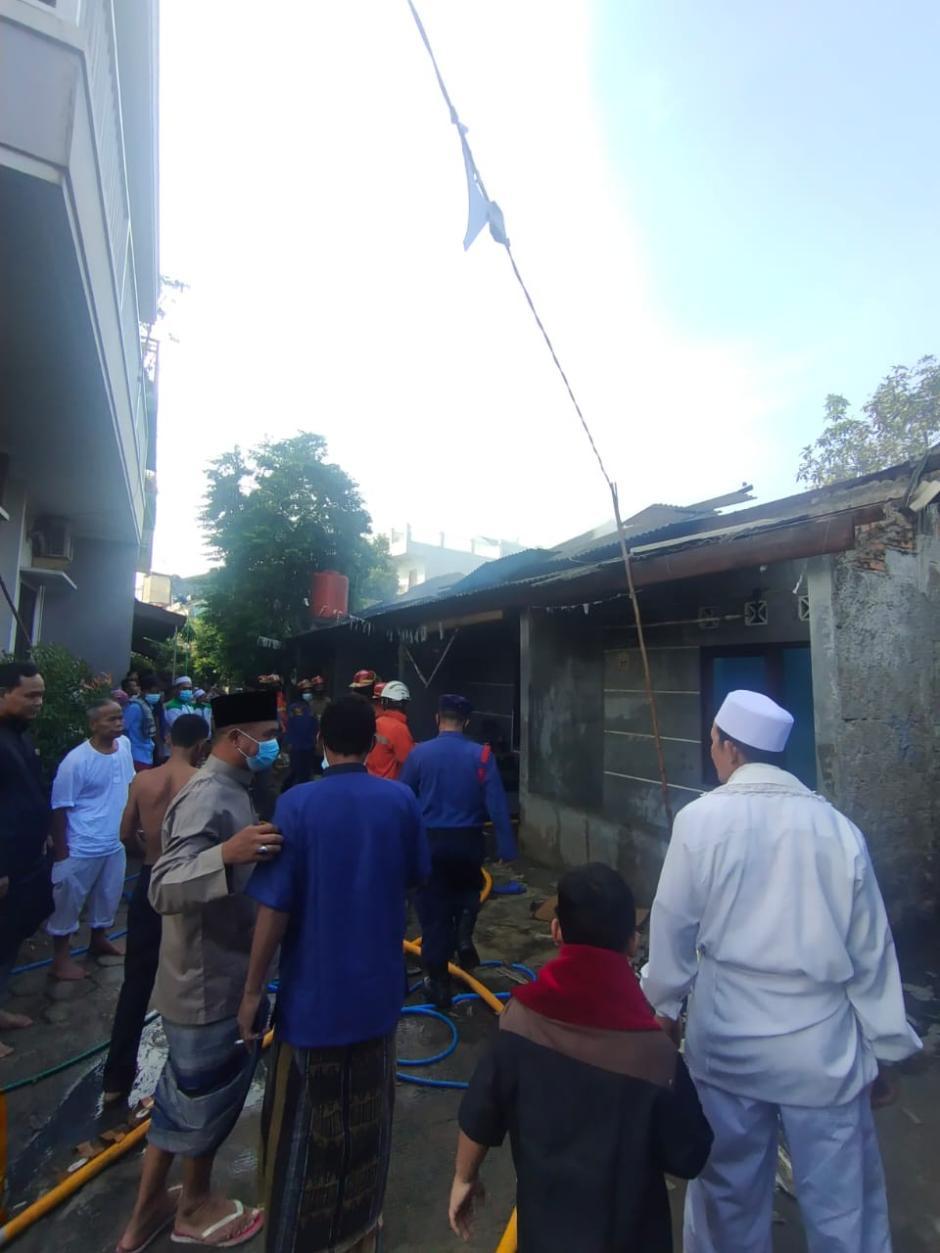 Ditinggal Sholat Ied, Empat Rumah Kontrakan di Bekasi Hangus Terbakar-0