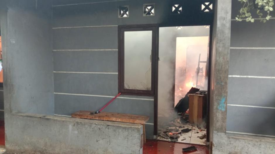 Ditinggal Sholat Ied, Empat Rumah Kontrakan di Bekasi Hangus Terbakar-1