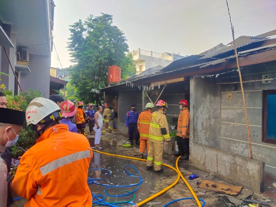 Ditinggal Sholat Ied, Empat Rumah Kontrakan di Bekasi Hangus Terbakar-2