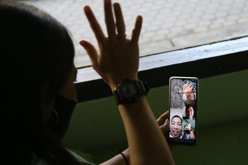 Tertahan di Karantina, Pekerja Migran Berlebaran Lewat Panggilan Video-1