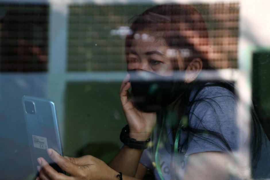 Tertahan di Karantina, Pekerja Migran Berlebaran Lewat Panggilan Video-7